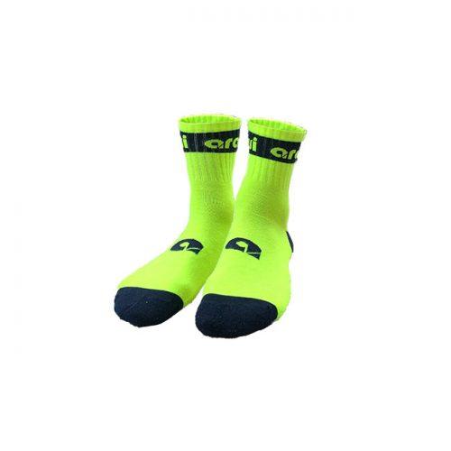 calcetines deportivos amarillos