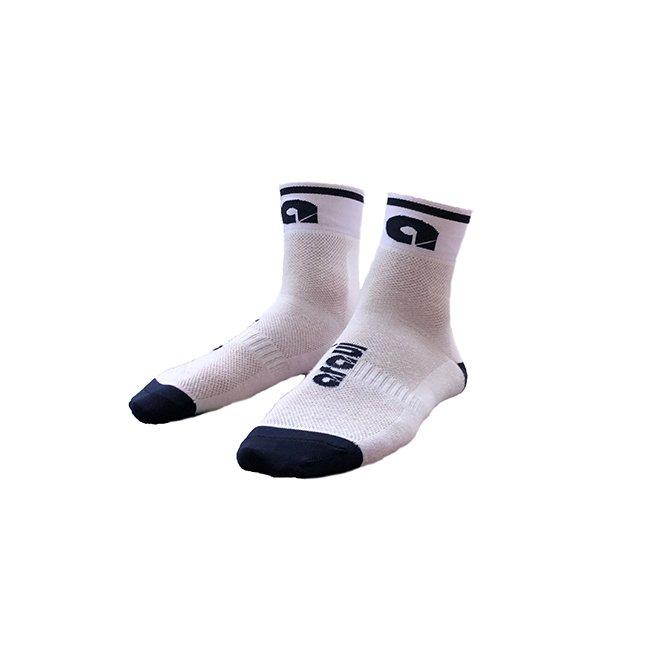 calcetines deportivos blancos